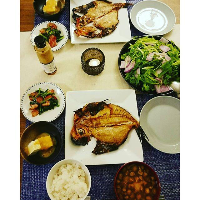 今日は、お恥ずかしながら引っ越しして初めて魚をコンロのオート機能を使いました ホントに両面ちゃんと焼けてて便利~今週は休みが今日だけなので、旦那様が魚とお味噌汁を作ってくれました#salad は #茅乃舎 の白胡麻ドレッシングで。水菜 紫大根 フリルレタス のオール#横浜野菜金目の干物はSOGOで買いましたが美味しかったです#lifeinyokohama#yokohamalifestyle#lifeofkaren - from Instagram