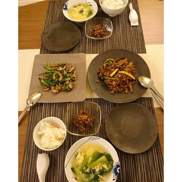 こんばんは今日は中華風(笑)ナショナルで買ったマッシュルームを小松菜と一緒に炒めてます。#youki の鶏ガラスープにニンニクを少し加えて#lifeinyokohama #lifeofkaren #yokohamalifestyle - from Instagram