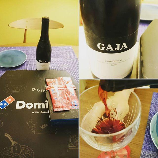 こんばんは~今日は#横浜開港祭 ですね。ダッシュで帰宅したら家から花火が見れました花火の後は… #gaja #barbaresco と#dominos なんとLsizeが半額ラッキー#lifeofkaren #yokohamalifestyle #lifeinyokohama#今日はハーフボトル - from Instagram
