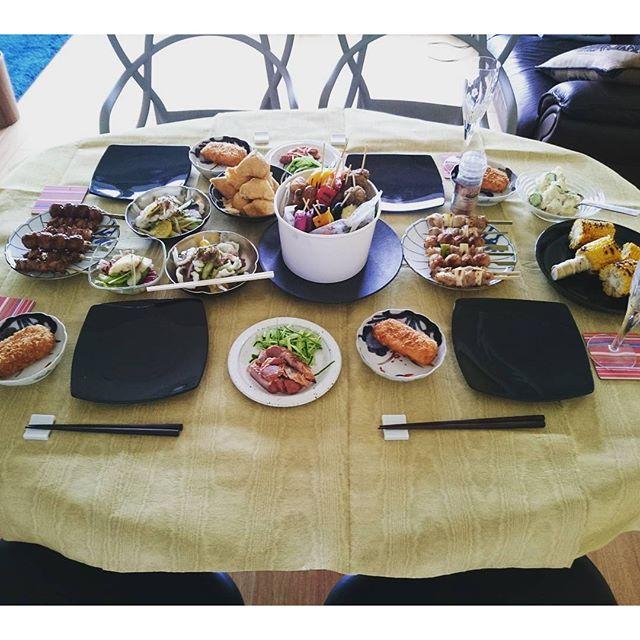 #花火鑑賞会 でテーブルの配置を変更してスタートです。実は高島屋謹製のスイカを義理の両親から3つもいただいてしまいました自分が大好きなので#lifeofkaren #yokohamalifestyle #lifeinyokohama #暮らしを楽しむ#casualandluxe - from Instagram