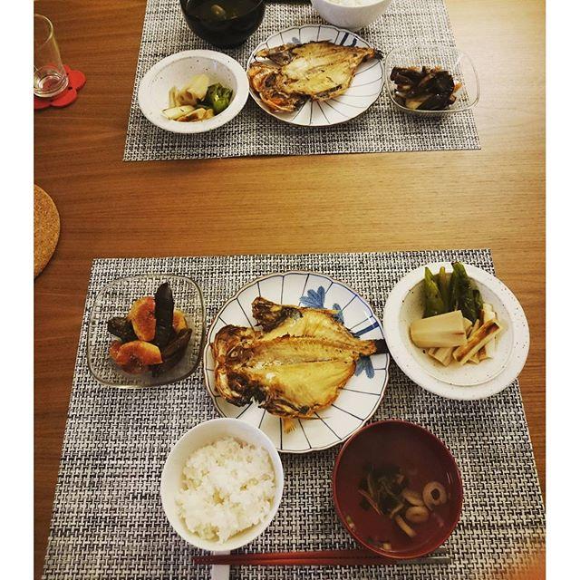 今日は#金目鯛の開き です。右が熊本産の蓮根は煮びたしに 京都産の万願寺唐辛子と富山産の葱の焼きびたしの組合わせ。蓮根だけ少し味をかえています。左が愛知産の無花果と京都産茄子のバルサミコ酢マリネ。無花果が~スゴく美味しく出来てて自分でもビックリでした。#lifeofkaren #casualandluxe#yokohamalifestyle#lifeinyokohama #暮らしを楽しむ - from Instagram
