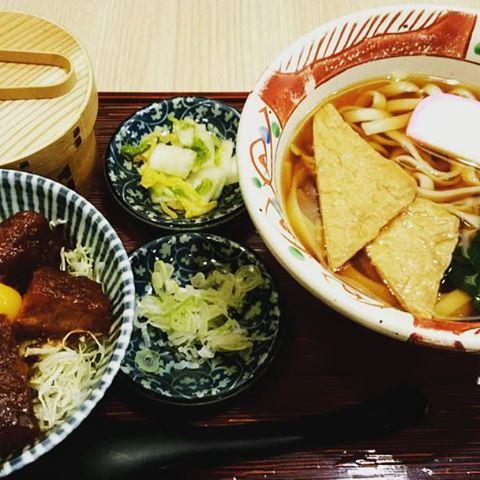同じく、#横浜なかや大関本店 のきしめん定食味噌カツが#横浜グルメ#lifeofkaren #casualandluxe#yokohamalifestyle #lifeinyokohama #暮らしを楽しむ - from Instagram
