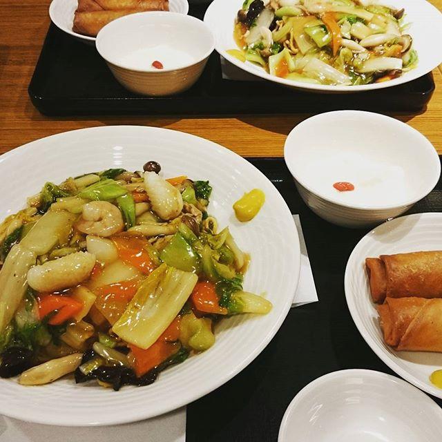 今日は仕事納めでしたが、納会ではお喋りしてばかりだったので、結局は#横浜高島屋 で待ち合わせして#横濱ローズ邸 で思い思いに好きなものを食べるというコンセプトだったのですが…気がついたら二人とも同じものを注文してました…#lifeofkaren #casualandluxe#lifeinyokohama #yokohamalifestyle#暮らしを楽しむ#横浜グルメ - from Instagram