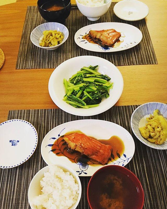 お疲れ様です今から#夕食 金目鯛の煮付けに京小松菜の炒め+茄子の甜麺醤和えです先に帰宅した旦那様は、お風呂も既に終えてエアコンで除湿された部屋で優雅にしてました#lifeofkaren #casualandluxe #lifeinyokohama #yokohamalifestyle#暮らしを楽しむ - from Instagram