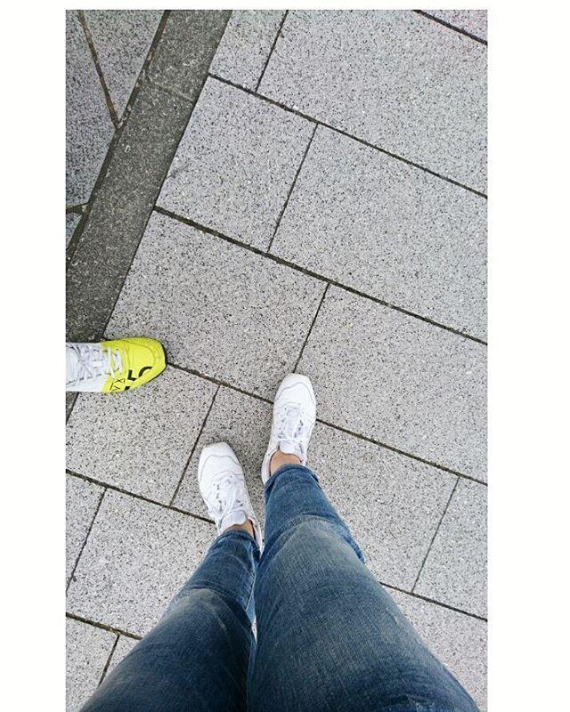 今日は#denham 散歩はやっぱり#onitsukatiger で#lifeofkaren #yokohamalifestyle#casualandluxe #暮らしを楽しむ #lifeinyokohama - from Instagram