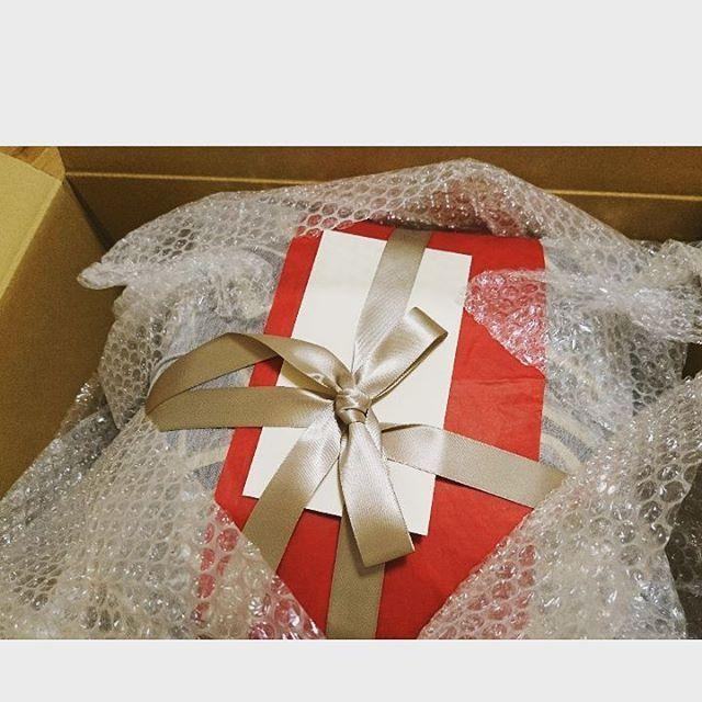 セレブな友人から素敵な プレゼントを頂きましたラグジュアリーすぎて旦那様と二人でビックリ?さすがですここ数年、彼女は欧州にいることが多く多忙なため、なかなか会えませんが、誕生日には手紙付きでプレゼントを贈ってくれます。lineとかでやりとりはオンタイムでしていますが、直筆の手紙は嬉しいものですね#franckmullerfutureform #cusion#lifeofkaren #casualandluxe #yokohamalifestyle#lifeinyokohama #暮らしを楽しむ - from Instagram