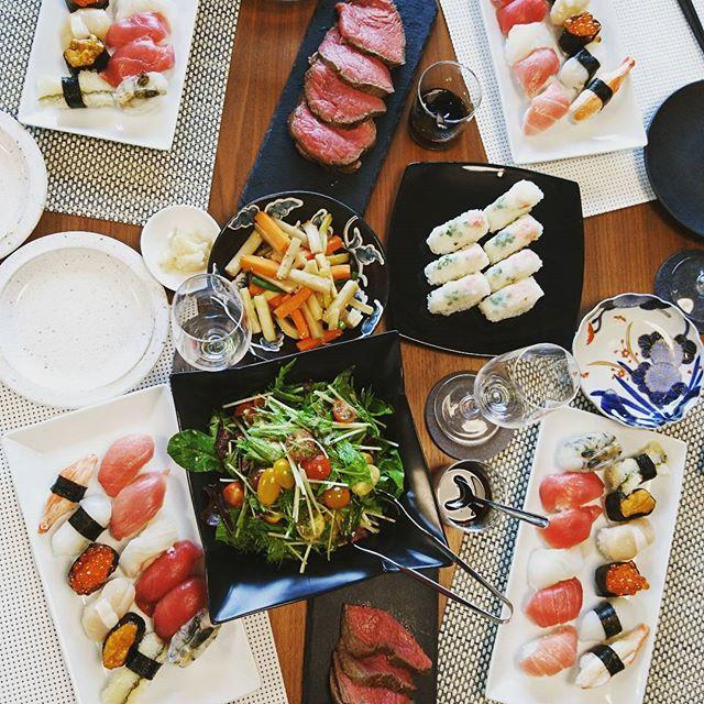 こんばんは今日は#横浜スパークリングトワイライト 2日目。義理の両親と自宅で花火観賞会北海道牛でローストビーフを…と作りましたが、若干タタキ風#lifeofkaren #casualandluxe #yokohamalifestyle#lifeinyokohama #暮らしを楽しむ - from Instagram