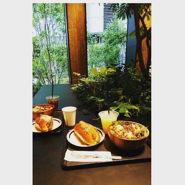 #rbaker で#lunch サラダに好きなパンが選べます#みなとみらい#lifeofkaren #casualandluxe#yokohamalifestyle#lifeinyokohama#暮らしを楽しむ - from Instagram