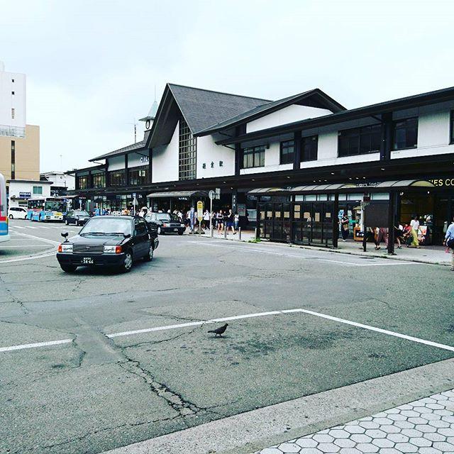 正解は#kamakura です。旦那様のリクエストにより地元エリアですが、観光です小町通りから八幡宮へと歩いていたら荏柄天神社の方まで抜けてしまいました。本当の目的地は小町通りの入り口近くのため、戻りがてらお土産を物色します#lifeofkaren #casualandluxe #yokohamalifestyle#lifeinyokohama#暮らしを楽しむ - from Instagram