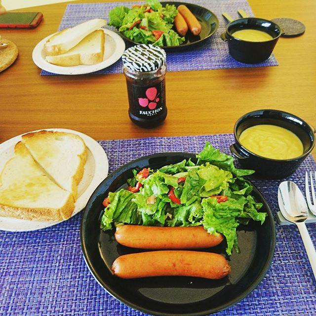おそようございます夏季休暇も残り3日となりました。今日は先日の#鎌倉 の #豊島屋 で買ったパン。実は鳩のマーク付きです。#lifeofkaren #casualandluxe #yokohamalifestyle#lifeinyokohama#暮らしを楽しむ - from Instagram