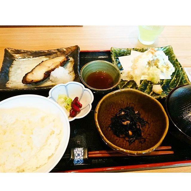 今朝は寝坊気味なので#青ゆず寅横浜 で#和食brunch 丸の内とはまた違ったメニューです#lifeinyokohama #casualandluxe #yokohamalifestyle#lifeofkaren#暮らしを楽しむ - from Instagram