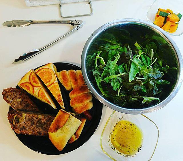 おそようございます#brunch の準備中~パンは品川の#deananddeluca で野菜は#foodandtimeisetan で、それぞれ調達#lifeofkaren #casualandluxe #yokohamalifestyle#lifeinyokohama #暮らしを楽しむ - from Instagram