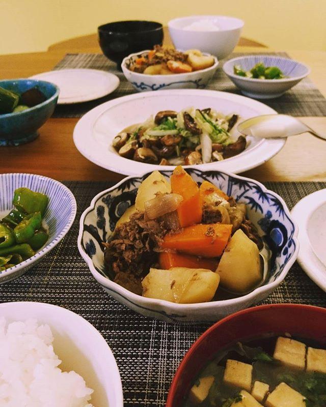 こんばんは今日は昨夜用意していた鳥取の黒毛和牛の切り落としで作った肉じゃが。意外にも人参が美味しく煮えていました#lifeofkaren #casualandluxe #yokohamalifestyle#lifeinyokohama#暮らしを楽しむ #お家ごはん - from Instagram