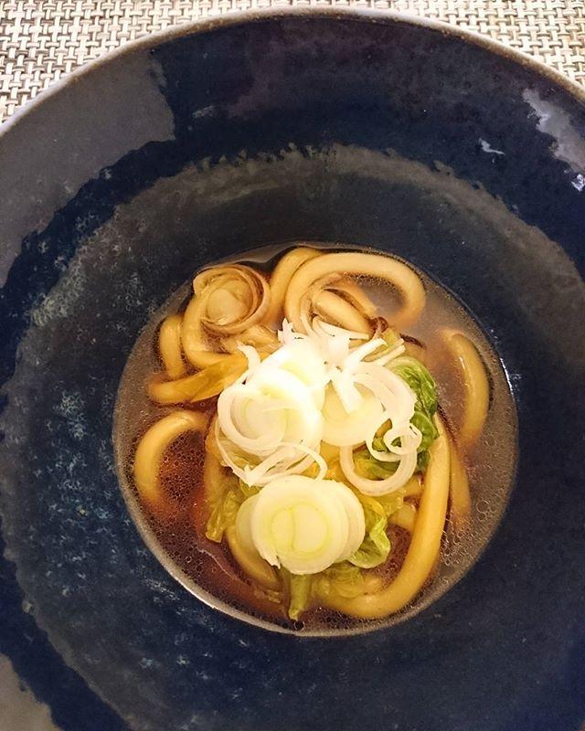 すき焼きの後は…お鍋に出し汁を入れて、うどんを煮ます。割下をコンビニ調達したためエバラのすき焼きのタレに。甘めなので出し汁で味を調整し、隠し味で生姜を少しだけいれてます#lifeofkaren #casualandluxe #yokohamalifestyle#lifeinyokohama#暮らしを楽しむ - from Instagram