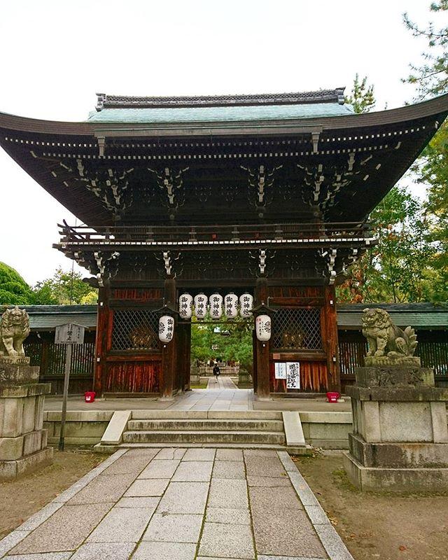 京都のつづき足利つながりで応仁の乱のはじまり #上御霊神社 #そうだ暮らしを楽しもう #lifeofkaren #casualandluxe #yokohamalifestyle#lifeinyokohama#暮らしを楽しむ - from Instagram