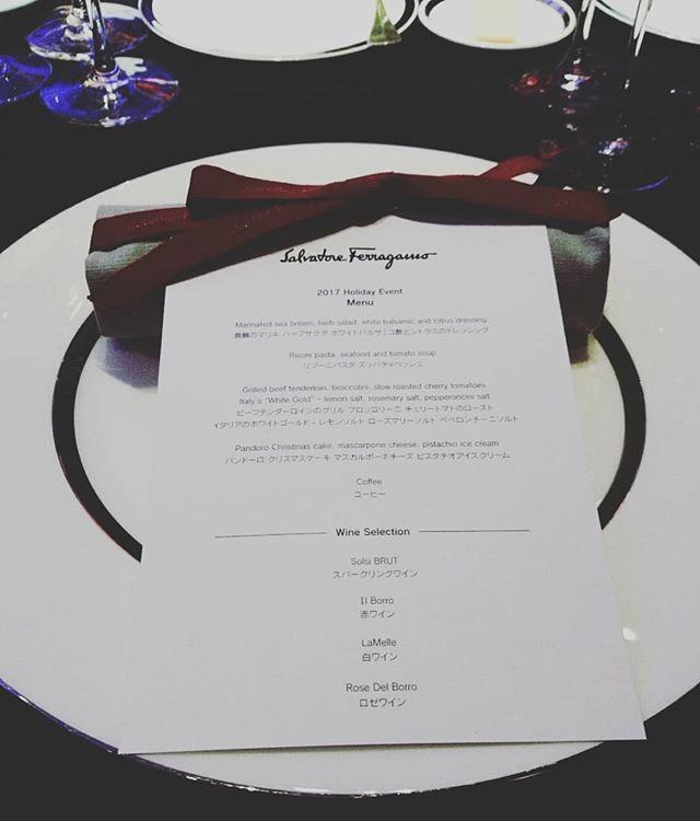 #ferragamo のホリデーイベントは着席のディナー形式で振り返ると奥にオープンキッチン#lifeofkaren #casualandluxe #yokohamalifestyle#lifeinyokohama#暮らしを楽しむ - from Instagram
