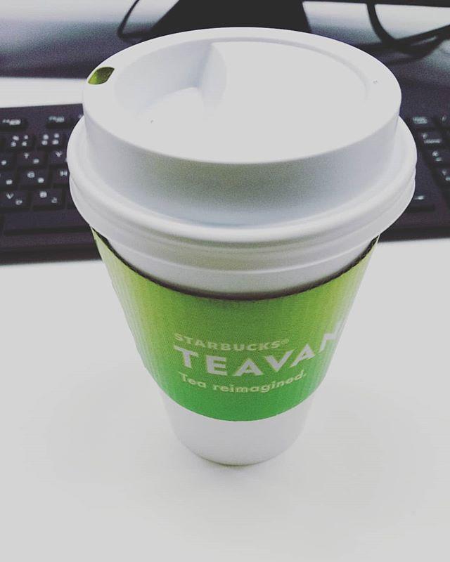 お早うございます7時30分ですが、もう会社です#抹茶フルーティブレンズティーラテ なんだか不思議な味こんな味のお菓子があったような#lifeofkaren #casualandluxe #yokohamlifestyle#lifeinyokohama#暮らしを楽しむ - from Instagram