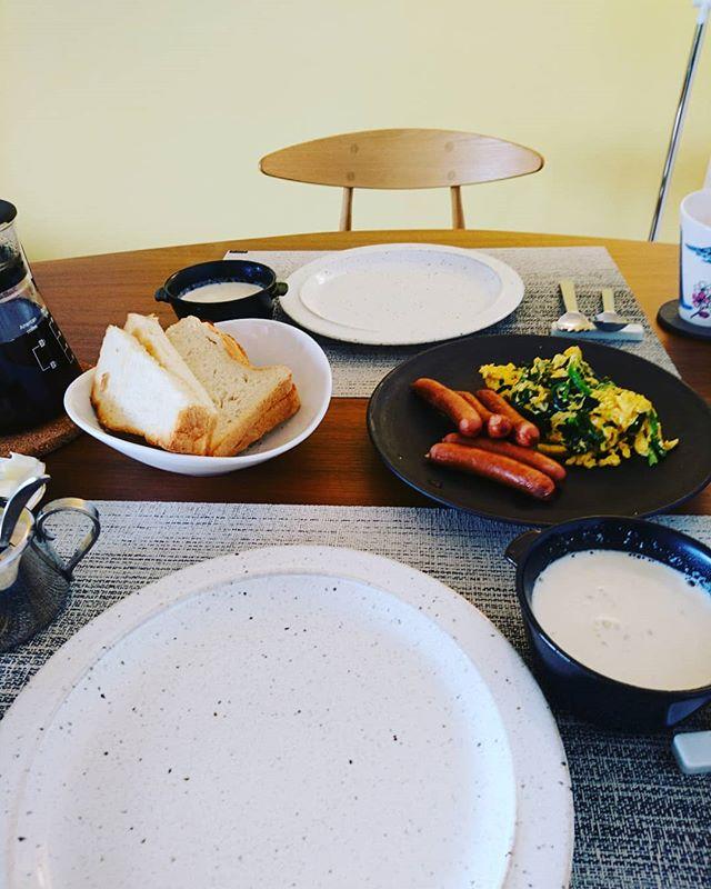 今日の#brunch 新じゃがのスープに横浜産のほうれん草の卵炒め高座豚のソーセージと。今日ものんびりします#lifeofkaren #casualandluxe #yokohamalifestyle#lifeoinyokohama #暮らしを楽しむ - from Instagram